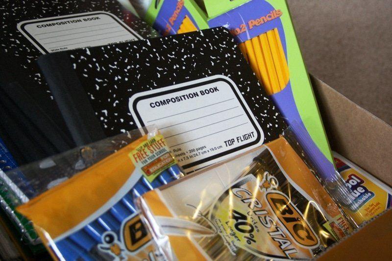 acheter fournitures scolaires avec enfants