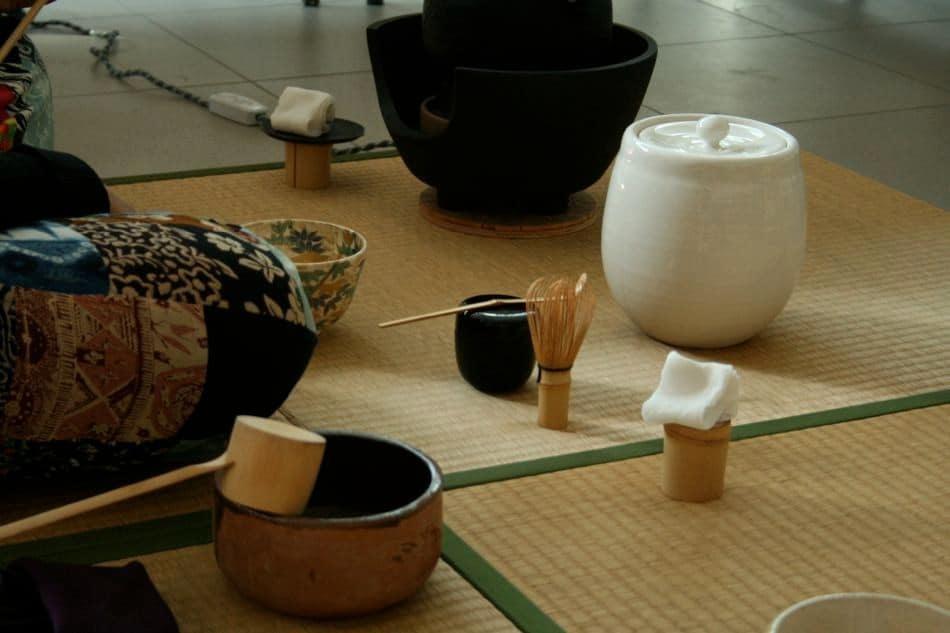 Les ustensiles nécessaires à une cérémonie du thé