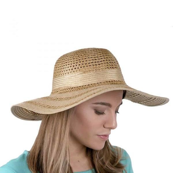 un chapeau en paille