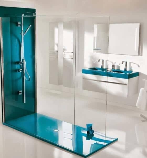 Douche à l'italienne colorée