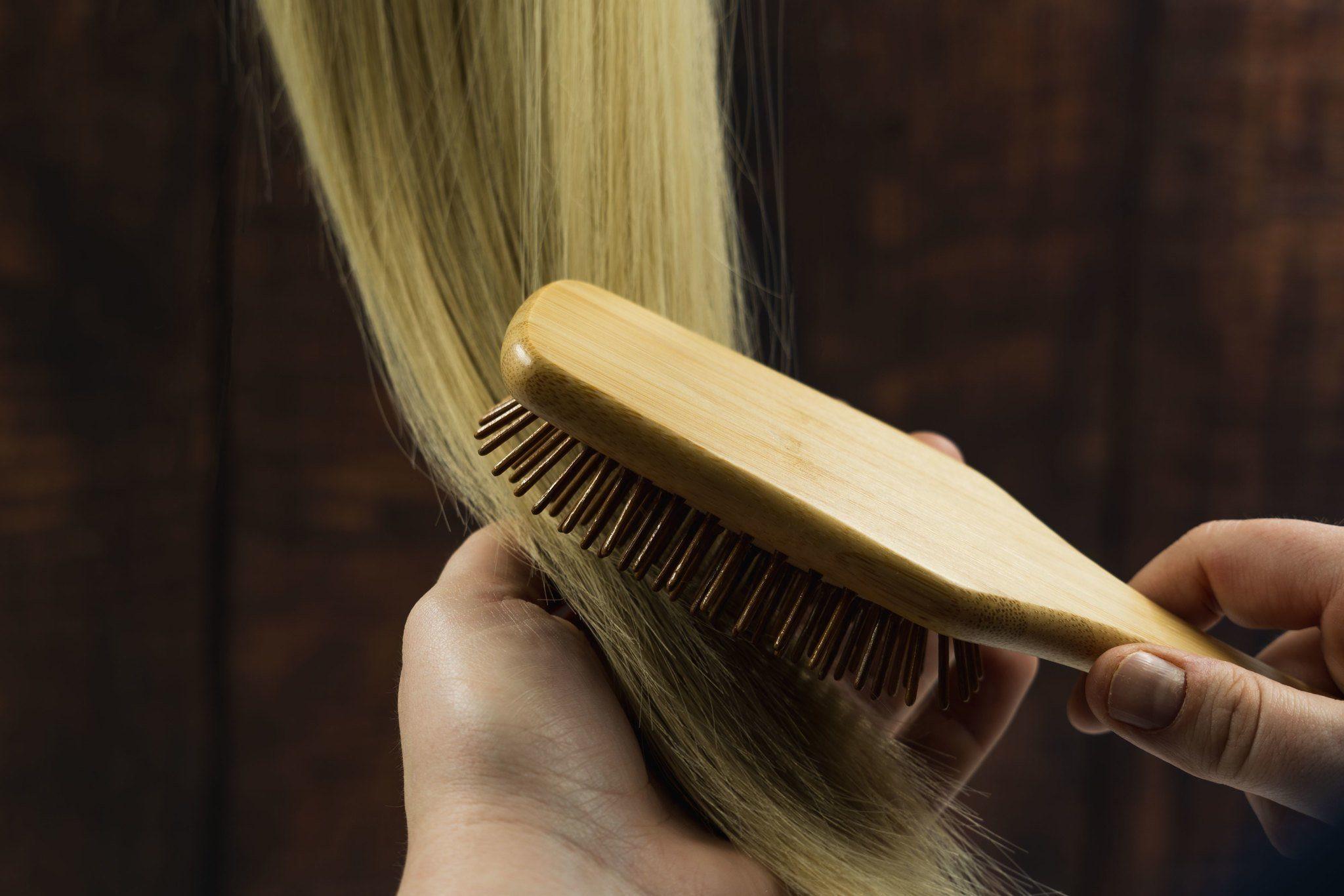 démêler des cheveux fins